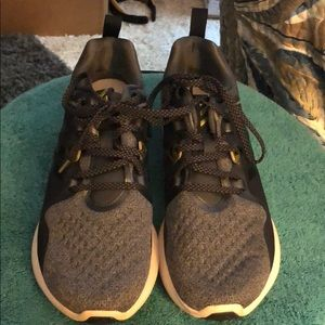 Adidas bounce women's running shoes size 9